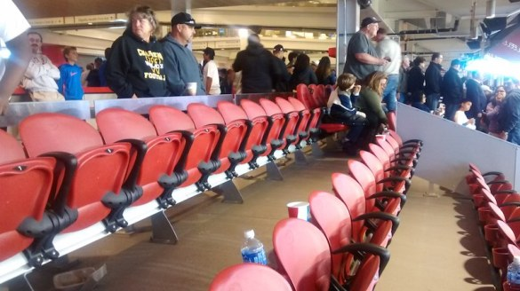 levis_stadium-57-rails_drinks_seats